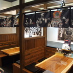 博多三氣 - テーブル席