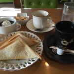 46029418 - ブレンドコーヒー410円とホットサンド(ポテト)を選択。茶碗蒸し、コーヒーゼリー、かっぱえびせんに〆は紅茶まで(^_^;)