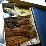4603405 - 半身を半分に切った大きな鰻と肝、鰻入りの出し巻き玉子、生姜、薬味の山椒が入っていました。
