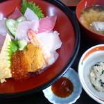 市場の食堂 金目亭 - 海鮮丼★1800円♪
