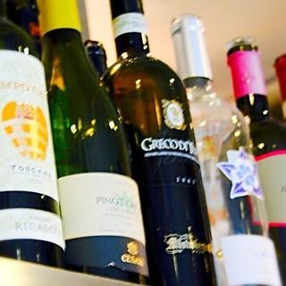ワインを中心にカフェタイムも人気