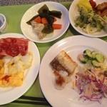 沖縄残波岬ロイヤルホテル  - 料理写真:ゴーヤや豚肉などの郷土料理もおいしいです。