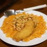 しゃけ小島 - 鮭バターライス赤 に鮭フライ