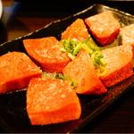 塚本 肉焼屋 - 厚切り牛タン