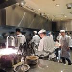 シンガポール シーフードリパブリック - オープン・キッチン