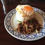 ライカノ - パッカパオカイダウ(牛挽肉とホーリーバジル炒めご飯) 大盛り