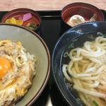 麺勝 - 料理写真:2016年1月1日  親子丼並うどんセット