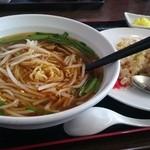 四季紅 - 料理写真:台湾ラーメン+炒飯
