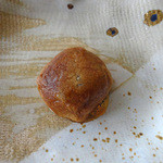 昇栄堂 - 料理写真:〜は皮が極薄で、餡は・・