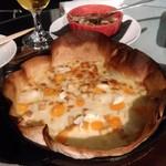 ボラーチョ - 料理写真:メニュー名が忘れましたが^^;4種類のチーズが入ったピザ