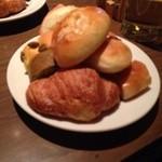 46053097 - パン食べ放題