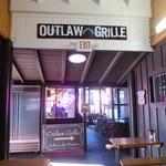 Outlaw Grille - 入口(表側)