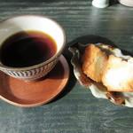 つづみぐさ - サービスの【コーヒー】と【サーターアンダギー】