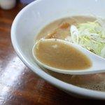 46060262 - スープは濃厚ですが、おっさんの体に優しいレベルで濃厚です♪
