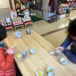 正屋 高塚店 - 小上がり形式になってます。                             元旦で、とても忙しい日と時間帯でしたが、お店の方がとても丁寧で好印象♪