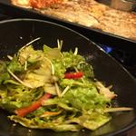 とん豚テジ - チョレギサラダ