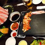 とん豚テジ - お肉がいっぱい