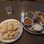 46065454 - ロティが食べられる数少ないお店。味はインド寄りです。
