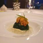 ピエール・ガニェール - ほうれん草で包んだ帆立とタラバ蟹のマリニエール 柚子のジュレと雲丹添え