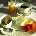 ボーセジュール - 料理写真:ジュース、コーヒー、デザート