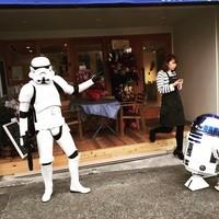 カフェ グリシンヌ - 遊びに来たストームとルーパーと動くR2-D2冷蔵庫