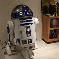 カフェ グリシンヌ - R2-D2冷蔵庫 動く等身大冷蔵庫です