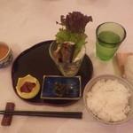 屈斜路湖原野ユースゲストハウス - 料理写真:ある日の夕食スタート