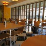 カフェ ド ヒラオカ - 学生が運営なので価格を安価に設定してあり、本格的な料理が楽しめるとあっていつもお店は主婦の皆様で大人気   11時半頃にお伺いしたんでまだ空席がありましたが次から次へとお客様が入店されてきました