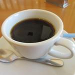カフェ ド ヒラオカ - 最後は100円追加して食後のコーヒーをゆっくり味あわせていただきました。  お店には人気のパンやスイーツの販売コーナーもあります。