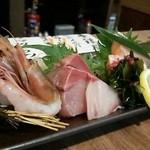 季鶏屋 - お造り四種盛り(甘エビ・ブリ・サーモン・マグロ)