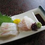 戸田本店 - 鯛、鱸。醤油入れの付いていてる器が印象的