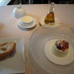 メゾン・ド・スリジェ - トウモロコシのブランマンジェ カニとイクラ添え カリフラワーのクリームソース(右)