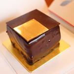 ピエール・エルメ・パリ - 料理写真:キャレマン ショコラ