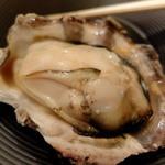 かき小屋フィーバー - (付き出し)蒸し牡蠣 2個 540円