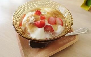 道瀬食堂 - イチゴとヨーグルトのデザート。
