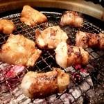 備長炭焼肉 東秀苑 - 丸腸、ホルモン 焼いてます