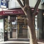 シェ・リュイ - 店の前の木が良い雰囲気