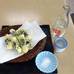 高尾山 とろろそば・とろろめしの日光屋 - とろろ芋の天ぷら490円、日本酒430円