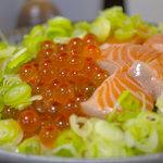 漁料理 やまね - イクラと鮭の海鮮親子丼定食 500円