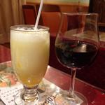 ディップパレス - マンゴーラッシー&ワイン(飲みかけです)