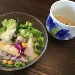 王様のレストラン - 王様のハンバーグセットのサラダとスープ