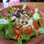 PIZZA SALVATORE CUOMO - 田舎風サラダ