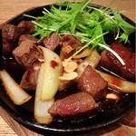 旬菜肉焼居酒屋ぼんた - 鉄板焼き和牛サイコロステーキ