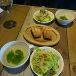 カフェゴーサンブランチ - サラダ スープ パン 白ワイン