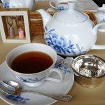 サロン・ド・テ ロザージュ - 紅茶抽出中