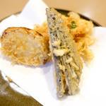天ぷら 船橋屋 - ナス、玉ねぎ、かき揚げ