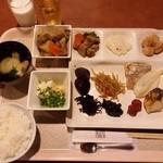 おにやまホテル - 朝食を和食にしました。