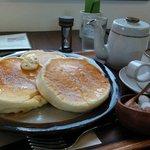 46103615 - バナナのサワークリームパンケーキ