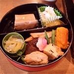 46103647 - 「名水仕込みのご豆腐と干し椎茸の煮物、蕪の酢漬けなど」です。