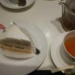 銀座コージーコーナー - フルーツケーキとダージリンのセット